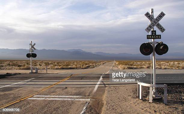railroad crossing, mojave preserve - railroad crossing stock pictures, royalty-free photos & images