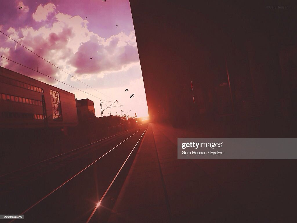 Railroad Platform At Sunrise : Foto stock
