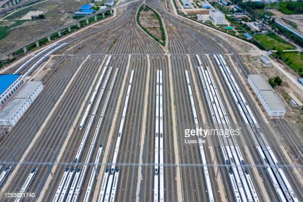 railroad tracks - liyao xie stockfoto's en -beelden