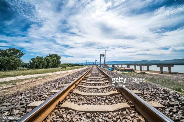 railroad tracks - schienenverkehr stock-fotos und bilder