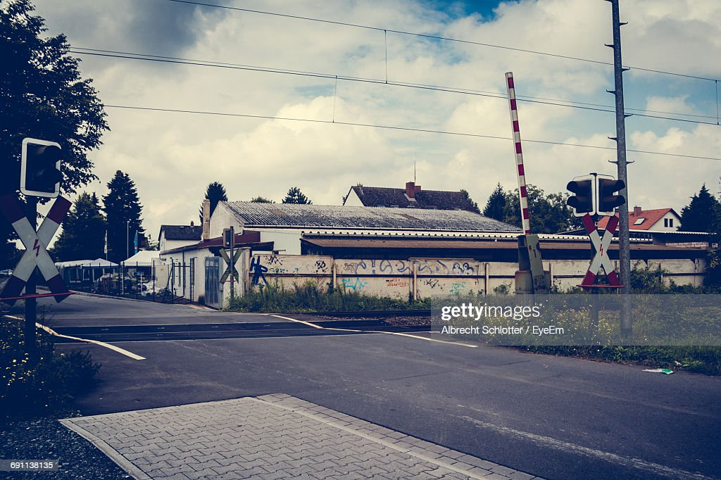 Railroad With Buildings In Background : Stock-Foto