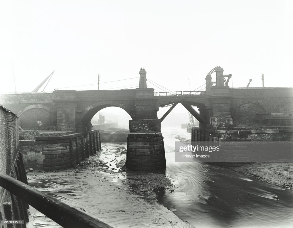 Railway Bridge Across Deptford Creek, London, 1913 : News Photo