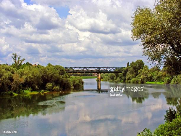 railway bridge - rio kupa - fotografias e filmes do acervo