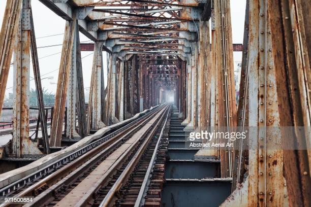 railway, hanoi - arrugginito foto e immagini stock