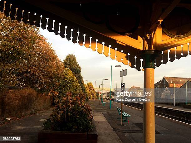 railway station platform during sunset - llanelli stock pictures, royalty-free photos & images