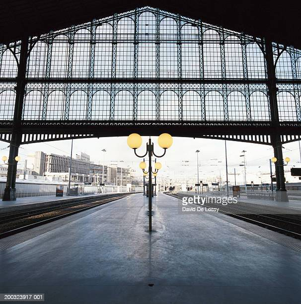 railway station platform - gare du nord stock pictures, royalty-free photos & images