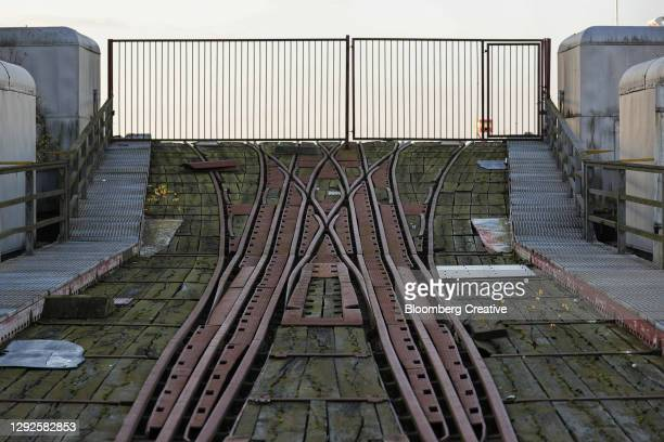 railway track and closed gate - porträt bildbanksfoton och bilder