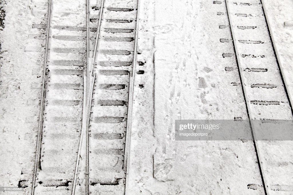 railway tracks in snow : Foto de stock
