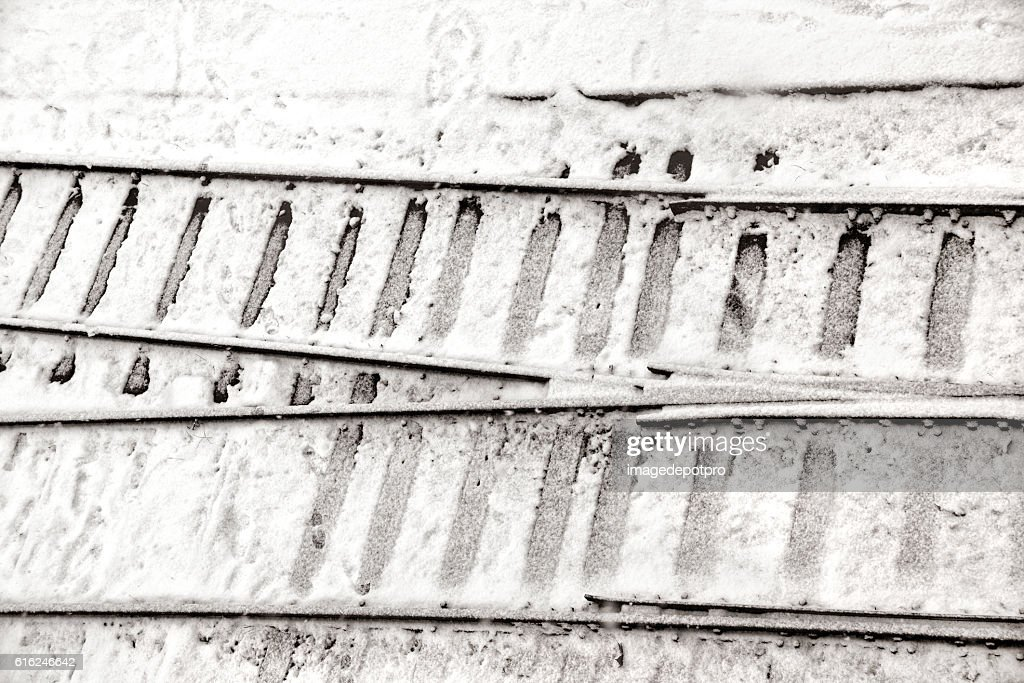 railway tracks in snow : Foto de stock
