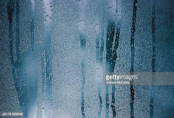 rain droplets on window - rovescio foto e immagini stock