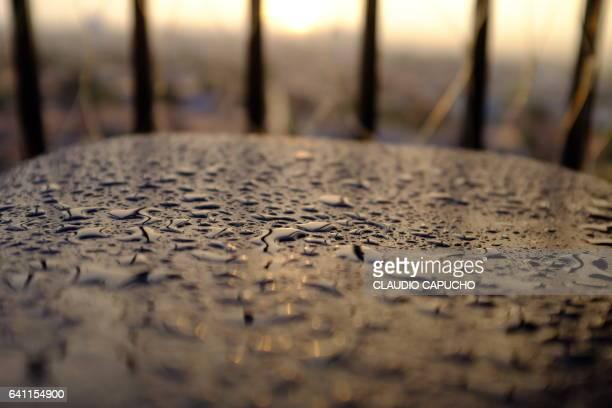 rain drops - claudio capucho stock photos and pictures
