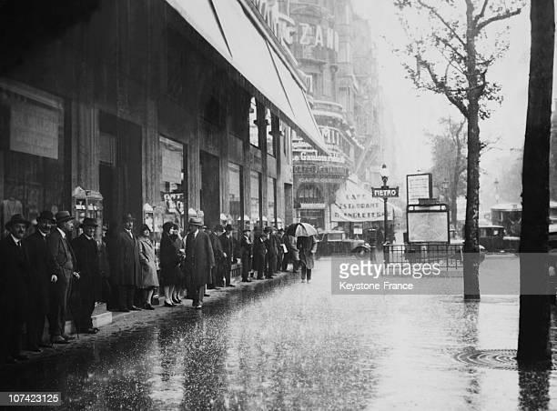 Rain Fall In Paris
