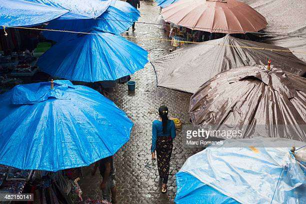 rain falling over tarps and awnings of market stalls, ubud, bali, indonesia - tarpaulin stock pictures, royalty-free photos & images