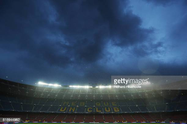 Rain falls prior to kickoff during the UEFA Champions League round of 16 second Leg match between FC Barcelona and Arsenal FC at Camp Nou on March 16...