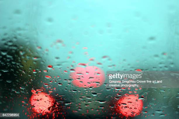 rain on windscreen - gregoria gregoriou crowe fine art and creative photography photos et images de collection