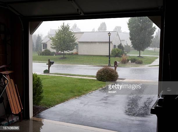 Regen außerhalb der Garage