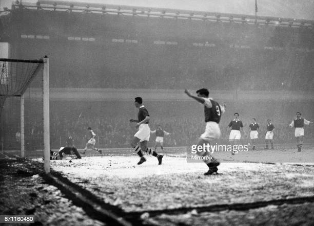 Rain, sleet and fog accompanied the match at Highbury today when the 'Gunners' beat Chelsea 2 - 0, Division 1. Played at Highbury Stadium, London,...