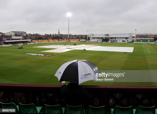 Rain stops play during the NatWest Pro40 Division Two match between Northamptonshire and Lancashire at the County Ground on August 4, 2009 in...