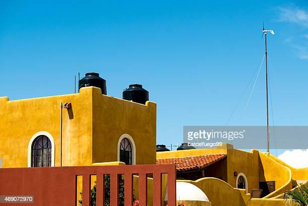 rain water recipientes en la cima de una casa mexicana - todos santos mexico fotografías e imágenes de stock