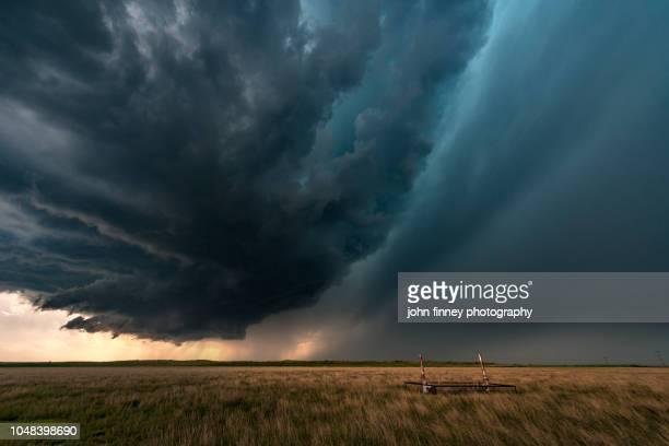 rain wrapped tornado, texas, usa - storm stockfoto's en -beelden
