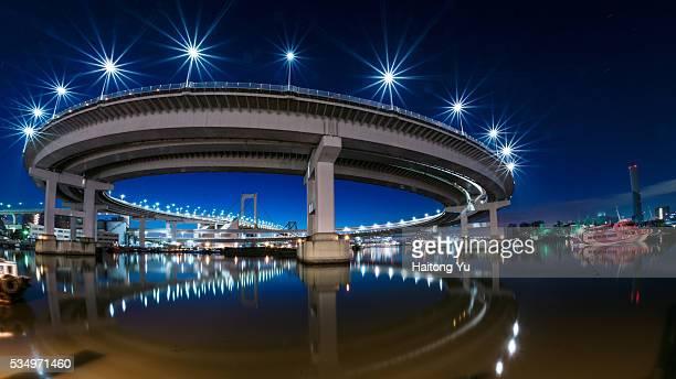 rainbow bridge reflected in the sea at harbor - 波打ち際 ストックフォトと画像