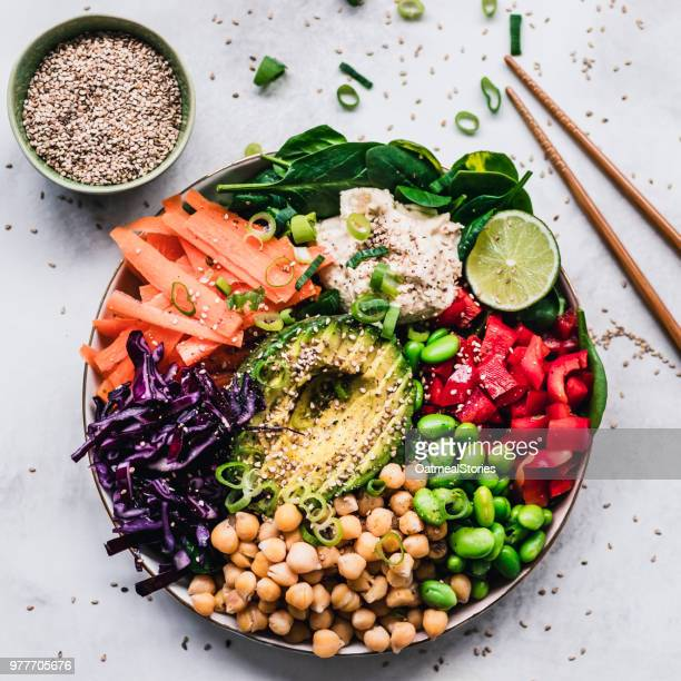 rainbow colored fruit and vegetable lunch bowl - saladeira - fotografias e filmes do acervo