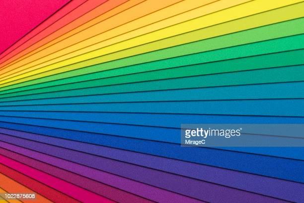 rainbow colored paper - arcobaleno foto e immagini stock