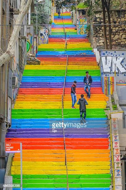 Arc-en-ciel coloré escaliers à Istanbul, en Turquie
