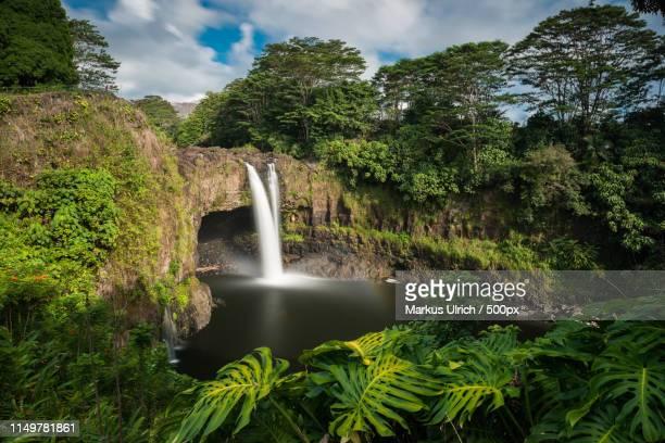 rainbow falls, hilo, wailuku river state park, big island, hawai - hawaiian waterfalls stock pictures, royalty-free photos & images