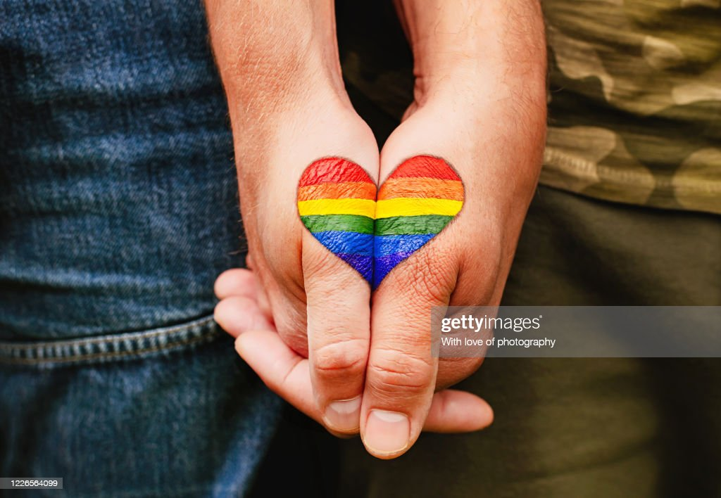 Rainbow heart drawing on hands, LGBTQ love symbol, gay couple hand in hand, lovers : ストックフォト