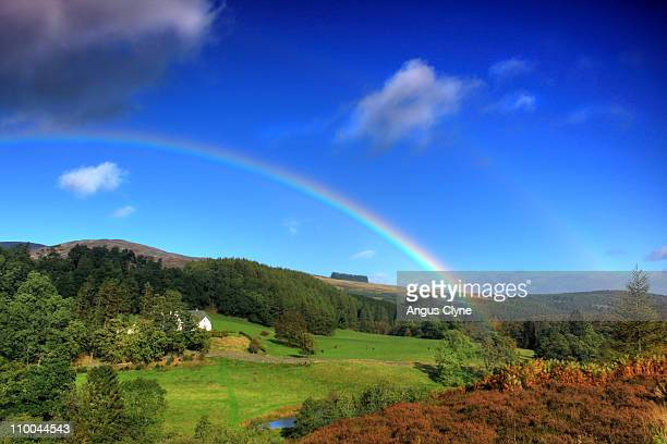 rainbow & house perthshire scotland - perth scotland stock pictures, royalty-free photos & images