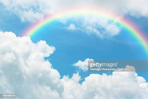 rainbow in sky - rainbow stock pictures, royalty-free photos & images