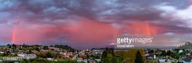 arco-íris em puerto varas, o chile - puerto montt - fotografias e filmes do acervo