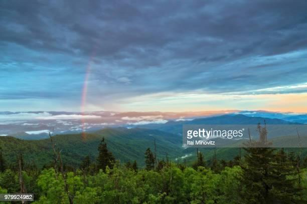 rainbow over clingmans dome, north carolina, usa - clingman's dome fotografías e imágenes de stock