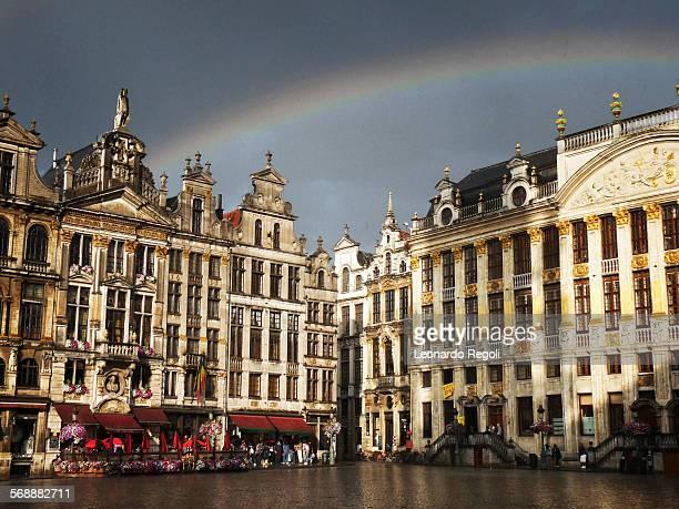 rainbow over grand place - グランプラス ストックフォトと画像