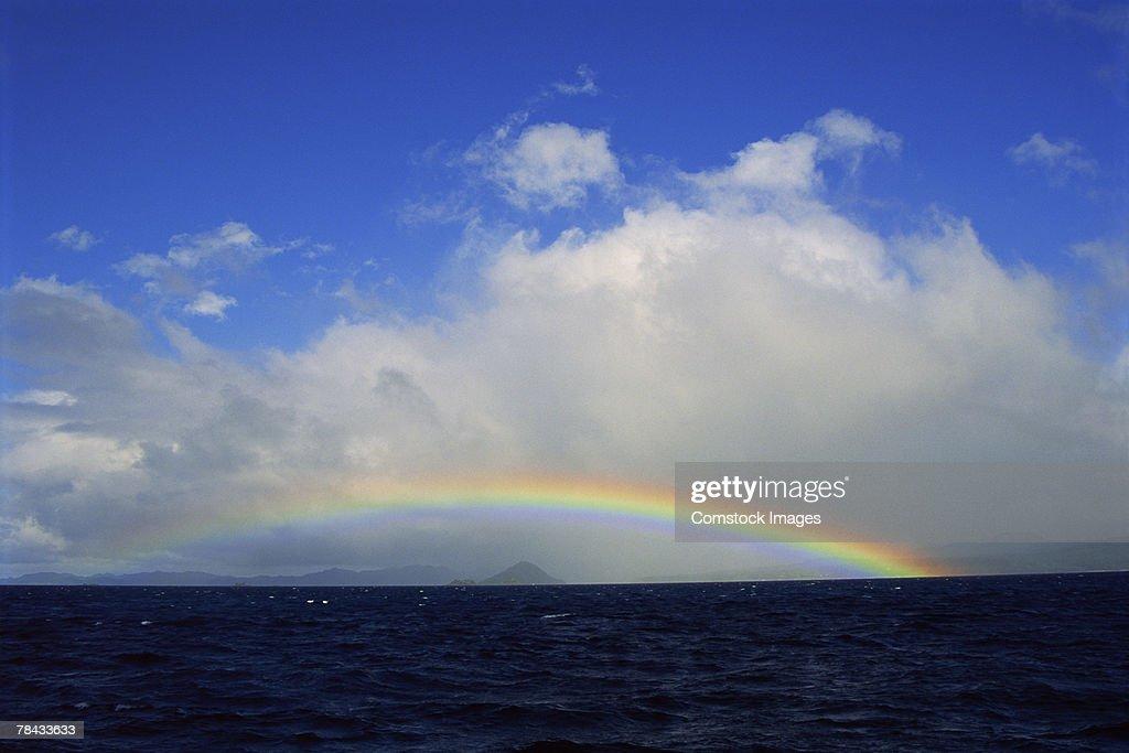 Rainbow over ocean : Stockfoto