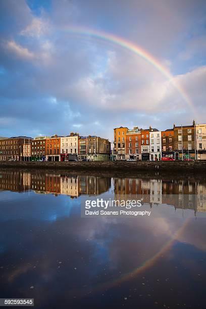 rainbow over the quays, dublin, ireland - dublin república da irlanda - fotografias e filmes do acervo