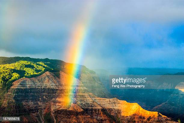 rainbow over waimea canyon, kauai - waimea canyon stock pictures, royalty-free photos & images