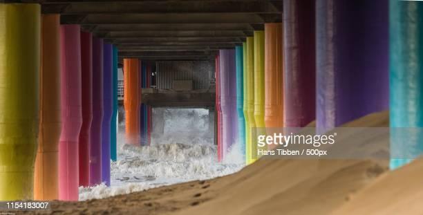 rainbow pillar's - la haya fotografías e imágenes de stock