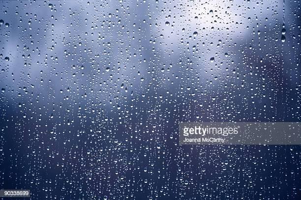 raindrops on widow glass - chuva - fotografias e filmes do acervo