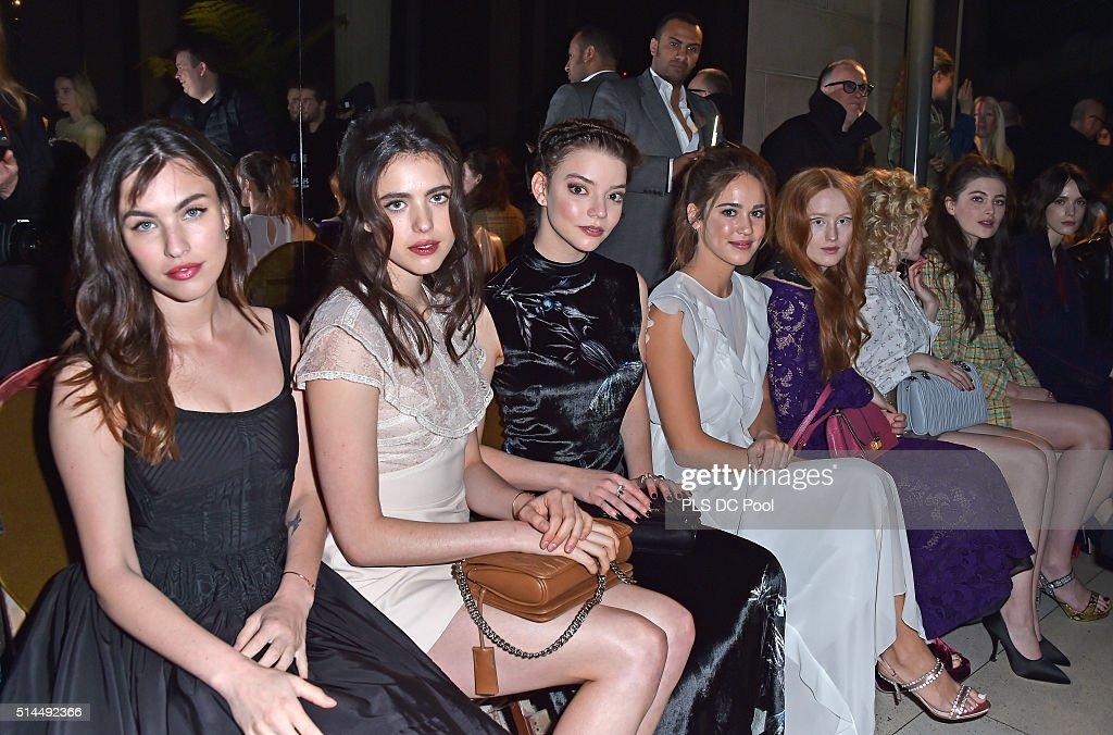Miu Miu : Front Row - Paris Fashion Week Womenswear Fall/Winter 2016