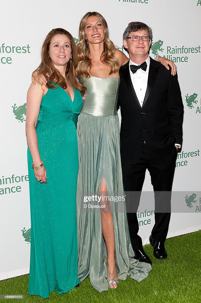 Rainforest Alliance executive vice president Ana Paula Tavares and Gisele Bundchen attend the 2014 Rainforest Alliance Gala at the American Museum of Natural History on May 7, 2014 in New York City.