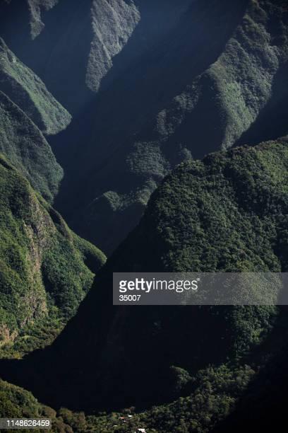 上からのレインフォレスト・マウンテン・リッジ、レユニオン島 - フランス海外領 ストックフォトと画像
