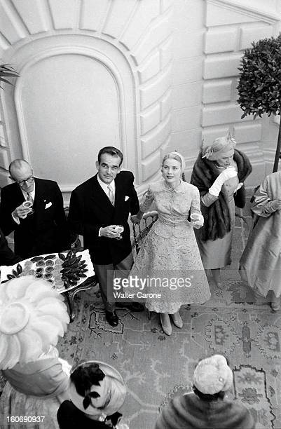 Rainier And Grace The Civil Marriage Vue plongeante de la princesse GRACE et du prince RAINIER à la réception qui a suivi leur mariage civil dans la...
