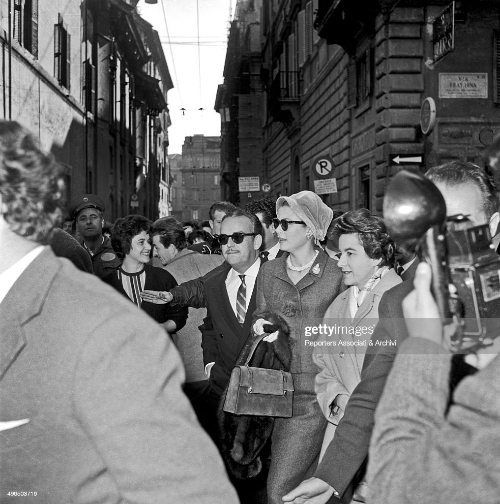 Rainier III and Grace Kelly visiting Rome : News Photo