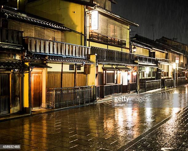 祇園に京都日本の雨