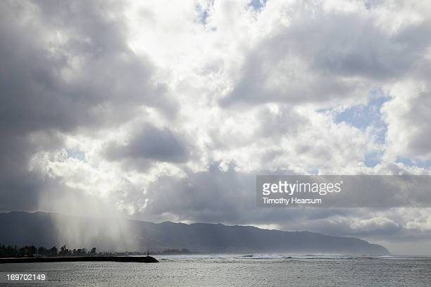 rainstorm over coastal mountains and ocean - timothy hearsum fotografías e imágenes de stock