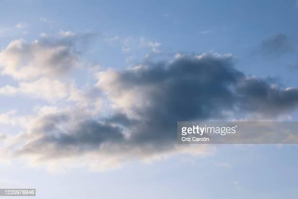 rainy cloud - cris cantón photography fotografías e imágenes de stock