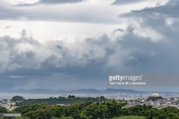 rainy clouds on the residential district by the sea in kanagawa prefecture of japan - taro hama ストックフォトと画像
