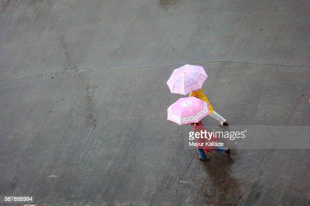 rainy day in mumbai - monsoon stock pictures, royalty-free photos & images